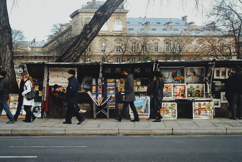 targi w paryżu gdzie kręcono film o północy w paryżu