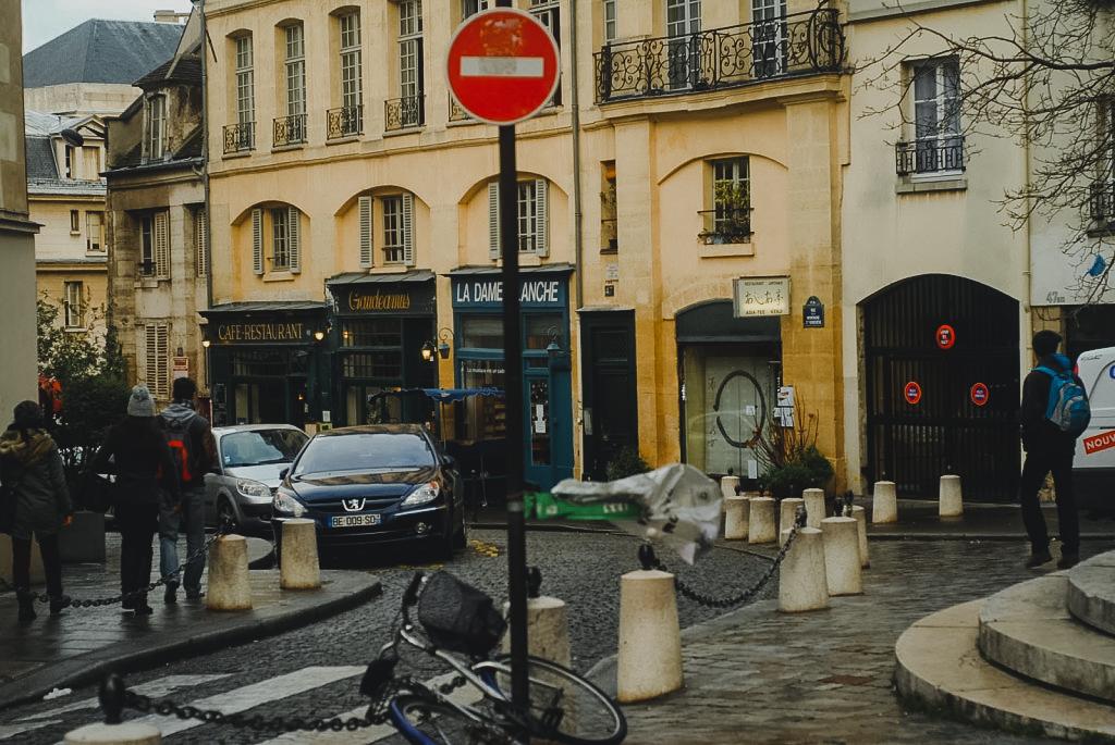 paryż śladem filmu o pólnocy w paryżu